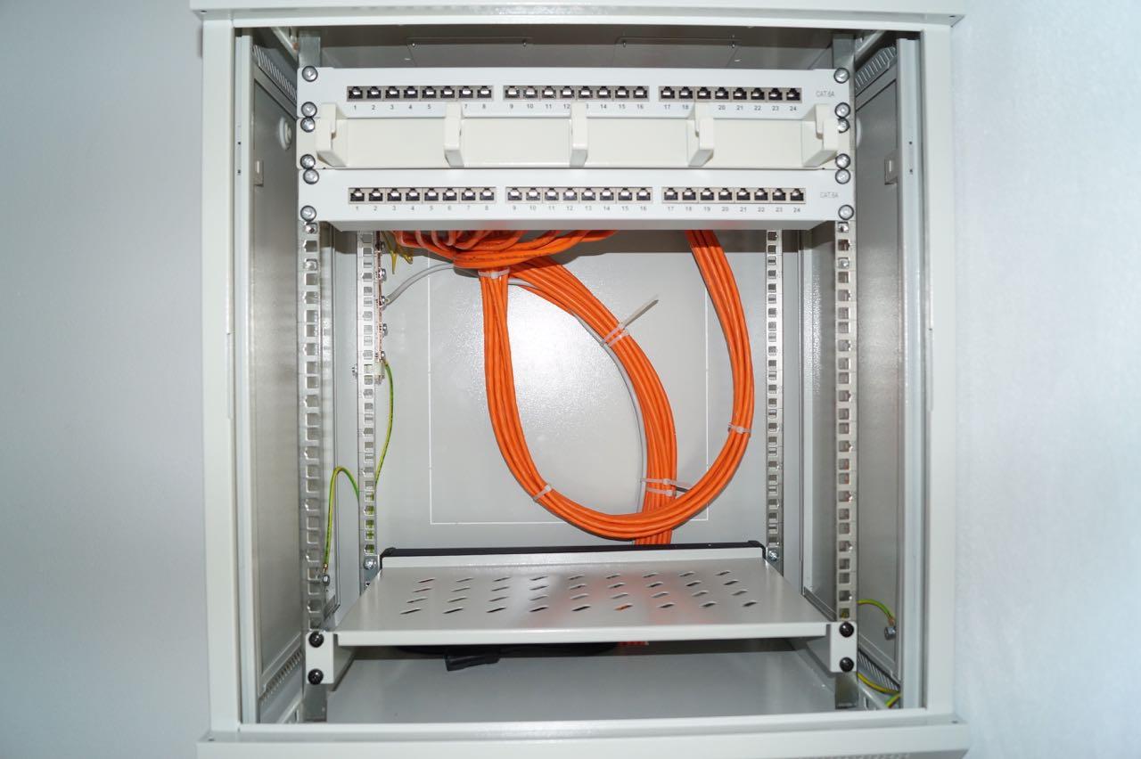 Netzwerkschrank verkabeln – 1